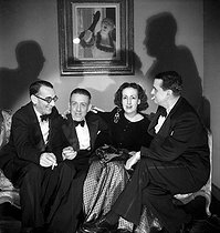 Jacques Février, pianist, Francis Poulenc, composer, the countess Marie-Laure de Noailles and Georges Auric, the composer. Paris, on 1946. © Studio Lipnitzki/Roger-Viollet