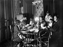 World War I. Family gathered round their father on military leave. Paris, 1916. © Roger-Viollet