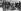 Révolution de février 1917. Les emblèmes nationaux sont brûlés dans la rue. Petrograd, février 1917. © Ullstein Bild/Roger-Viollet