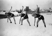 Gymnastics in the snow on a roof. Berlin (Germany), circa 1925. © Roger-Viollet