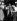Krach boursier de 1929. Commerçants lisant les nouvelles sur des tickets à la bourse de Wall Street. New York, novembre 1929. © Ullstein Bild / Roger-Viollet