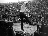 Johnny Hallyday (1943-2017), acteur et chanteur français, lors d''un concert en plein air. France, vers 1970. © Ullstein Bild/Roger-Viollet