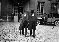 Emile Chautemps (on the right, 1850-1918), French doctor and politician, father of Camille Chautemps. 1914. © Maurice-Louis Branger/Roger-Viollet