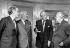 """Hugh Trevor-Roper, historien anglais, Edward Heath, Premier ministre britannique, Harold Macmillan et Harold Wilson, hommes politiques anglais, lors de la publication du dernier volume des mémoires de Macmillan (""""At The End Of The Day""""). Londres (Angleterre), Dorchester Hotel, 25 septembre 1973. © PA Archive / Roger-Viollet"""