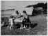 Famille de campeurs, vers 1935-1938. © Roger-Viollet
