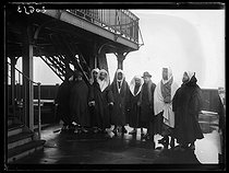 """Delegation of Moroccan personalities visiting the Eiffel Tower during a visit in France, organized by General Lyautey. Paris, late March 1919. Photograph from the collections of the French newspaper """"Excelsior"""". © Excelsior - L'Equipe / Roger-Viollet"""