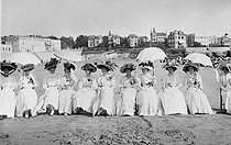 Women at the beach of Pontaillac (Charente-Maritime, France), circa 1910. © Collection Roger-Viollet/Roger-Viollet