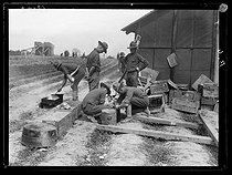 "World War I. Arrival of the first US military contingents in France. Field kitchen of a camp, near Saint-Nazaire (France), late June 1917. Photograph published in the newspaper ""Excelsior"", on Tuesday, July 3rd, 1917. © Excelsior – L'Equipe/Roger-Viollet"