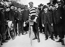Hippolyte Aucouturier (1876-1944), French racing cyclist, second at the 1905 Tour de France. © Maurice-Louis Branger/Roger-Viollet