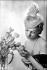 Bibi en tulle et plumes de chez Agnès. Paris, 1939.    © Laure Albin Guillot / Roger-Viollet