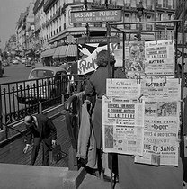 """Front page of the newspaper """"France-Soir"""" at the Saint-Lazare metro entrance, anouncing the first space flight by Yuri Gagarin, Russian cosmonaut. Paris, April 12,1961.      © Roger-Viollet"""