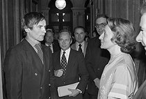 Bernadette Chirac (born in 1933), French politician, greeting Rudolf Nureyev (1938-1993), Soviet dancer, at the Paris City Hall. Behind : Marcel Landowski (1915-1999), French composer and conductor. Paris (IVth arrondissement). © Jacques Cuinières/Roger-Viollet