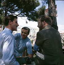 Graham Hill (1940-1971) and Pedro Rodriguez (1940-1971), racing drivers. © Roger-Viollet