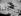 """Le capitaine Ferdinand Ferber sur son planeur, le """"n°5"""". Plage de Nice (Alpes-Maritimes), vers 1902.      © Roger-Viollet"""
