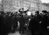 Camelot faisant des démonstrations de produits chimiques. Paris, 1909.    © Jacques Boyer/Roger-Viollet