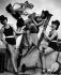 Danseuses de revue déguisées en membres d'un orchestre de jazz féminin pour le réveillon du jour de l'an. 1927.  © Atelier Angelo/Ullstein Bild/Roger-Viollet