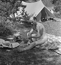 Camping and Culture association. Villeneuve-sur-Auvers (France), 1936-1938. Photograph by Marcel Cerf (1911-2010). Bibliothèque historique de la Ville de Paris. © Marcel Cerf/BHVP/Roger-Viollet