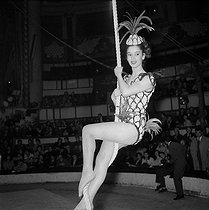 Gala de l'Union des Artistes, charity circus performed by artists. Marie-José Nat (1940-2019), French actress. Paris, March 1959. © Studio Lipnitzki / Roger-Viollet