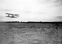 Flight of Wright's aeroplane in the camp of Auvours (France), September 21, 1908. © Roger-Viollet