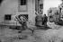 Lebanese civil war. Christian militiamen, members of the Kataeb party, running after Palestinian from the Quarantine district. Beirut (Lebanon), January 1976. © Françoise Demulder / Roger-Viollet
