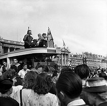 World War II. Liberation of Paris. The crowd, place de la Concorde. Members of the French Forces of the Interior on the roof of a bus, on August 26, 1944.   © Pierre Jahan/Roger-Viollet