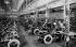 """Usine de montage des automobiles """"Citroën"""" dans les années 1920.  © UB/Roger-Viollet"""