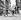 Les Bee Gees. De g. à dr. :  Robin Gibb, Barry Gibb, Maurice Gibb, Colin Peterson et Vince Melouney. Londres, 9 août 1967. © TopFoto / Roger-Viollet