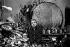 Francis Bacon (1909-1992), peintre britannique, dans son atelier, 1985. Photographie de Jane Bown (1925-2014). © Jane Bown/TopFoto/Roger-Viollet
