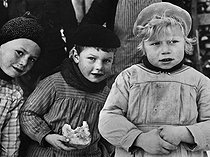 World War II. Exodus of 1940. Children evacuated from Alsace. © Roger-Viollet