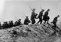 World War One. Canadian soldiers on the front, 1915. © Maurice-Louis Branger/Roger-Viollet