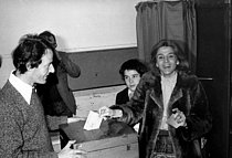 Gisèle Halimi (1927-2020), Tunisian-born French lawyer, feminist activist and politician, voting for the legislative elections. France, on March 12, 1978. © Roger-Viollet