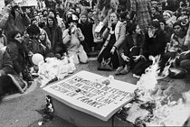 First demonstration counting 5,000 to 10,000 people, denouncing the horror of illegal abortions and claiming the right to abortion and contraception. Paris, on November 20, 1971. © Catherine Deudon/Roger-Viollet