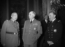 The constituent body wishing a happy new year to the President of the French Republic, Vincent Auriol, with Admiral T. d'Argenlieu, Marshal Juin and General Bloch-Dassault, at the Elysée palace. Paris, on January 1st, 1953. © Roger-Viollet
