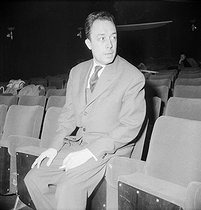 "Albert Camus, during the rehearsal of ""Caligula"". Paris, théâtre de Paris, 1958. © Studio Lipnitzki/Roger-Viollet"