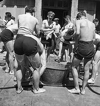 Camping and Culture association. Washing. France, 1936. Photograph by Marcel Cerf (1911-2010). Bibliothèque historique de la Ville de Paris. © Marcel Cerf/BHVP/Roger-Viollet
