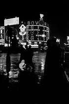 Neon signs at night. London (England), Piccadilly Circus, 1958. © Jean Mounicq/Roger-Viollet