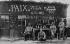 Guerre 1914-1918. L'armistice du 11 novembre 1918, fêté au front.      © Jacques Boyer / Roger-Viollet