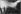 Voyageurs gare du Nord. Paris (Xème arr.), 1975. Photographie de Léon Claude Vénézia (1941-2013). © Léon Claude Vénézia/Roger-Viollet
