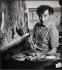 Né en Russie en 1887, Boris Lipnitzki s'installe à Paris en 1921. Il monte un studio photographique et se lie rapidement au couturier Paul Poiret qui lui présente sa clientèle. Dès 1924, il publie dans Femina et Excelsior des modèles de Heim, Schiaparelli, Chanel, Rouff, des portraits de personnalités (Josephine Baker, Dulin, Artaud, Cocteau, Jouvet, Giraudoux, Anouilh, Michel Simon, Colette) et des reportages mondains. Boris Lipnitzki fréquente la colonie russe de Paris, visite les ateliers d'artistes et photographie les mises en scène de ballet et de théâtre, ainsi que les auteurs et les interprètes (Fokine, Stanvinsky, Prokofiev, Lifar). Après la guerre, pendant laquelle, fuyant la France occupée, il est accueilli par Marc Chagall à New York, il rouvre le Studio Lipnitzki, qui jusqu'à la fin des années 60, couvrira l'actualité parisienne du théâtre, du ballet et de l'opéra. Boris Lipnitzki décède à Paris en 1971. Sa production photographique ainsi que celle du Studio Lipnitzki - plus d'un million de négatifs et 600.000 épreuves - ont été acquises par l'Agence Roger-Viollet en 1970. © Boris Lipnitzki/Roger-Viollet