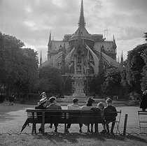 Notre-Dame de Paris Cathedral. Paris (IVth arrondissement), around 1945. © Gaston Paris / Roger-Viollet