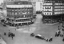 World War II. Exodus. The last departures from the place de Rome in a Paris deserted by its population, June 12-13, 1940.   © Roger-Viollet