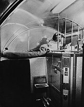 Interior of a sleeping car. © Collection Roger-Viollet / Roger-Viollet