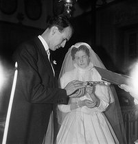 Anne-Aymone Sauvage de Brantes (born in 1933) and Valéry Giscard d'Estaing (born in 1926), on their wedding day at the chapel of the Château du Fresne. Authon (France), on December 23, 1952. © Laure Albin Guillot / Roger-Viollet