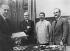 Signature du pacte de non-agression germano-soviétique (1939) : Gaus, von Ribbentrop, Staline et Molotov, de gauche à droite. © Roger-Viollet