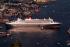 "Départ du paquebot ""Queen Mary 2"" à destination du Cap San Diego. Port d'Hamboug, 20 juillet 2004. Photo : Schwartz. © Ullstein Bild / Roger-Viollet"