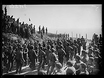 "Spanish Civil War (1936-1939). ""La Retirada"". Parade of Nationalist troops, Francoists, at the Coll Dels Belitres pass, in front of their officers. Between Portbou (Spain) and Cerbère (France), on February 12, 1939. Photograph from the Excelsior newspaper. © Excelsior - L'Equipe / Roger-Viollet"