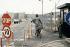Après la chute du mur de Berlin. Ancienne frontière entre Berlin Est et Berlin Ouest. Mars 1990.  © Colette Masson / Roger-Viollet