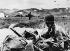 Guerre d'Indochine. Débarquement de parachutistes de la légion étrangère près de la forteresse de Dien Bien Phu (Indochine), 16 mars 1954. © Ullstein Bild/Roger-Viollet