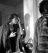 "Juliette Gréco (born in 1927), French singer and actress, in her dressing room, during the shooting of ""Elena et les hommes"" by Jean Renoir. France, 1955. © Bernard Lipnitzki / Roger-Viollet"