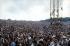 La foule sur le coteau au festival de Woodstock, qui rassembla pendant trois jours un demi million de d'amateur de musique pacifique. Photographie de Jason Laure. Bethel, New York. 1969. © Jason Laure / The Image Works / Roger-Viollet